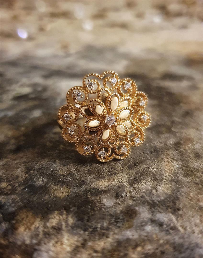 Çiçekli altın yüzük