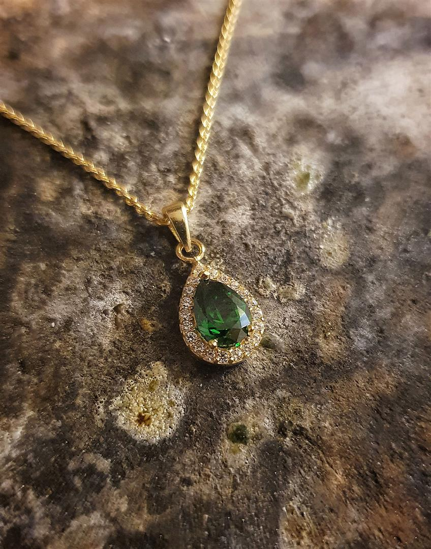 yeşil taşlı kolye