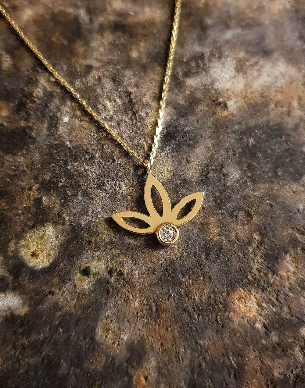 lotus çiçek kolye